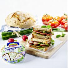 Regionalna kanapka z serem Hochland Twarogowym i kiełbasą Lisiecką