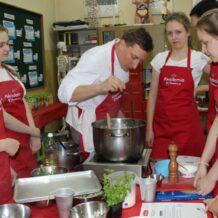 Finałowe warsztaty kulinarne Akademii Uwielbiam Trzy szkoły w Polsce zdobyły nagrodę główną!